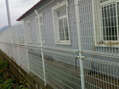 双圈护栏网安装施工案例